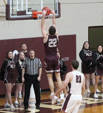 Davidson dunking against Evangel