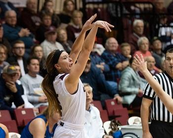 Kelsie Cleeton shooting the ball