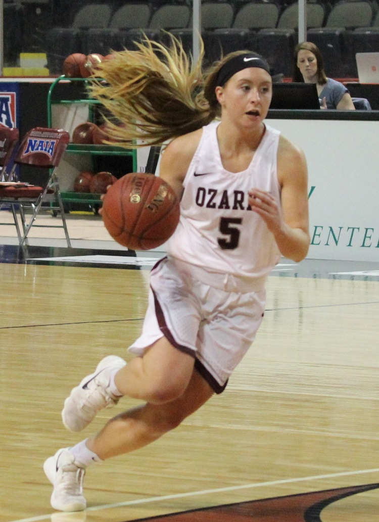 CofO #5 Kelsie Cleeton driving to the basket in NAIA tournament