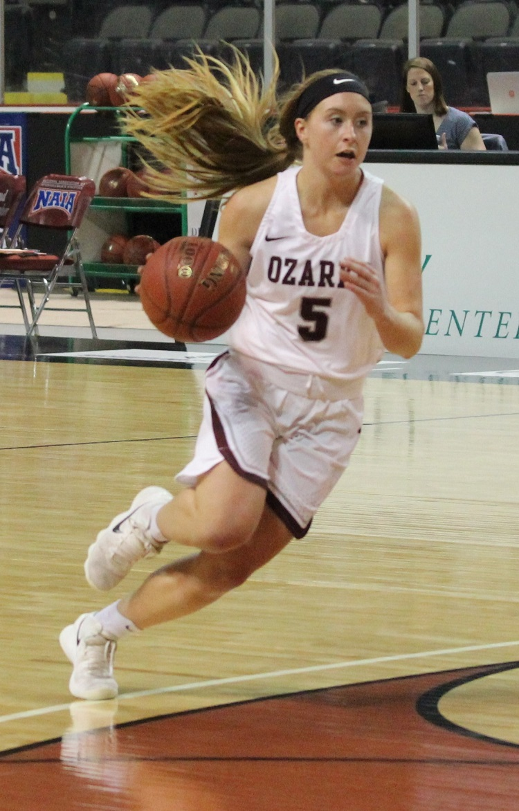 Kelsie Cleeton dribbling to the basket in the national tournament