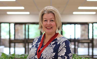 Dr. Stacy McNeill awarded Veteran Faculty Member Five-Fold Mission Award at C of O awards ceremony on April 3.