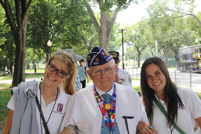 Students with Korean War Veteran
