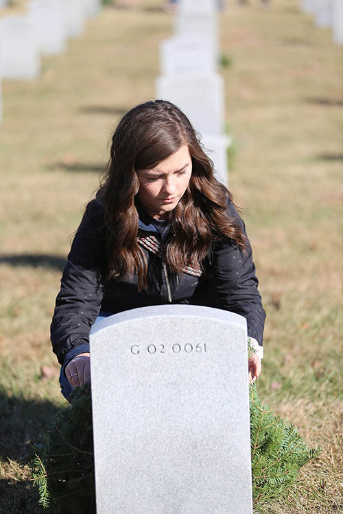 College of the Ozarks student lays wreath in Veterans Cemetery
