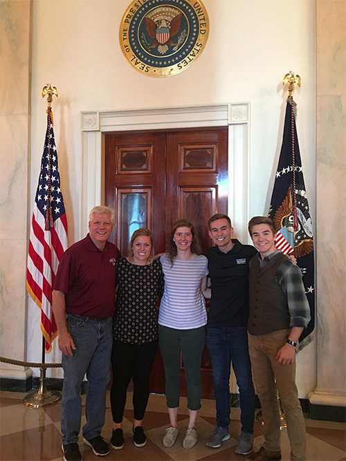 C of O students and administrator visit White House.