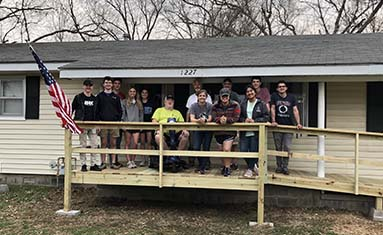 S of O Students with Pitch in for Patriots serve Vietnam Veteran
