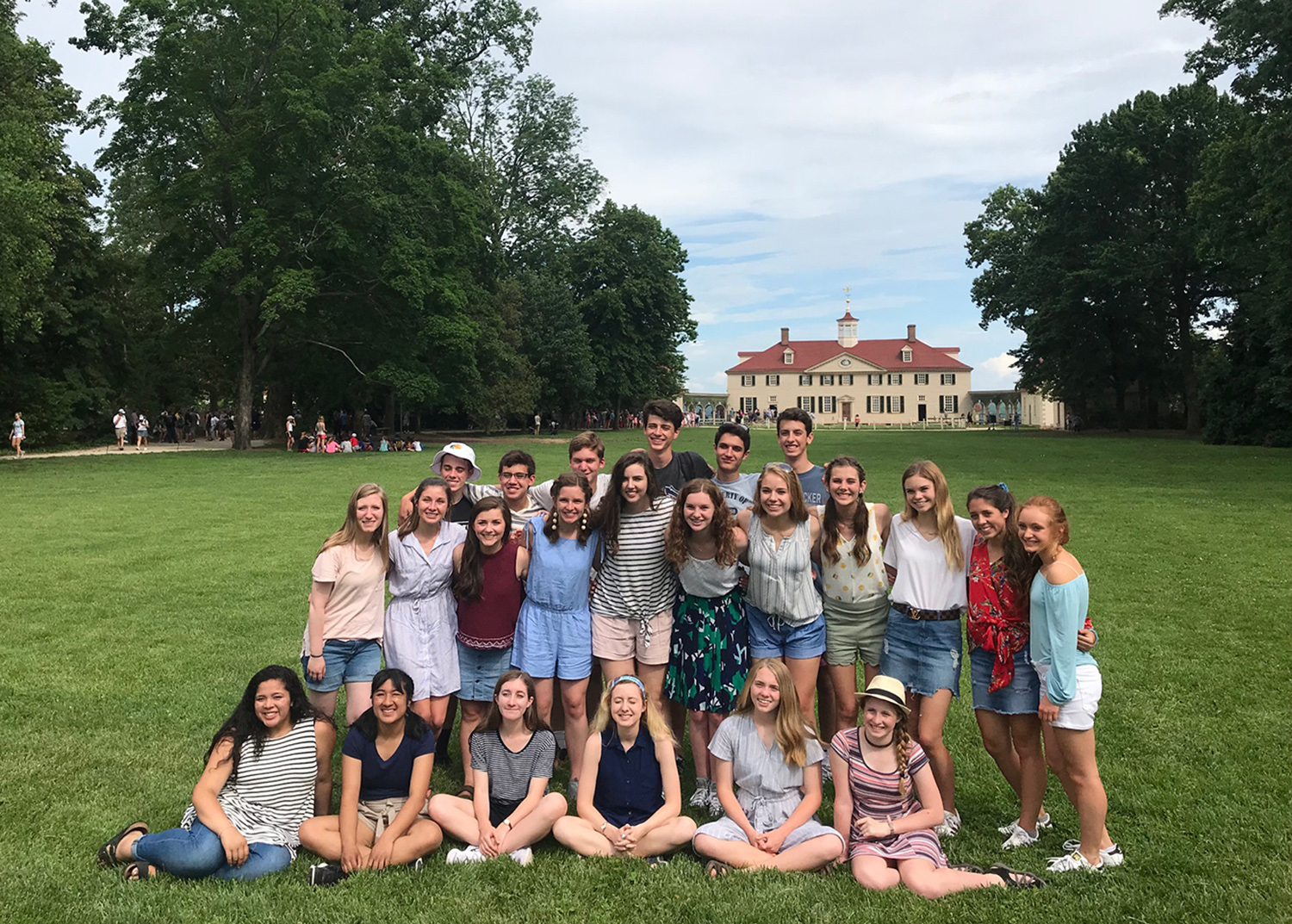 S of O juniors on class trip May 22 - June 1 visit Mount Vernon.